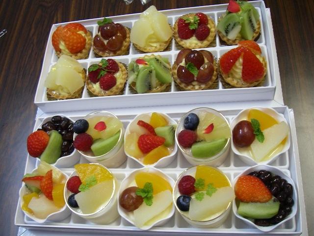 (NAL研) 本日のお茶菓子: (担当宮里) ボンファンのタルト、ババロア&無印良品の黒豆茶